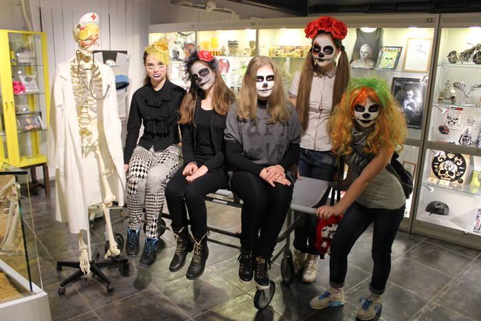 Музей Черепов и Скелетов/Первый Хэллоуин в Музее