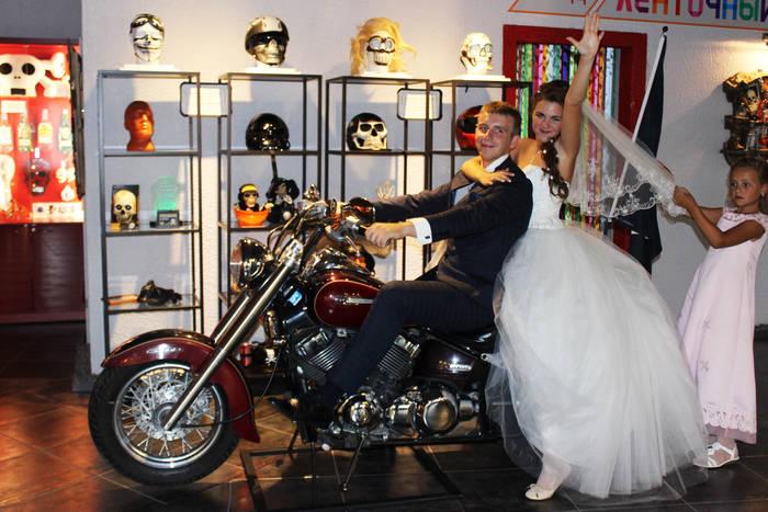 Музей Черепов и Скелетов/Оригинальные свадебные фото в МЧС