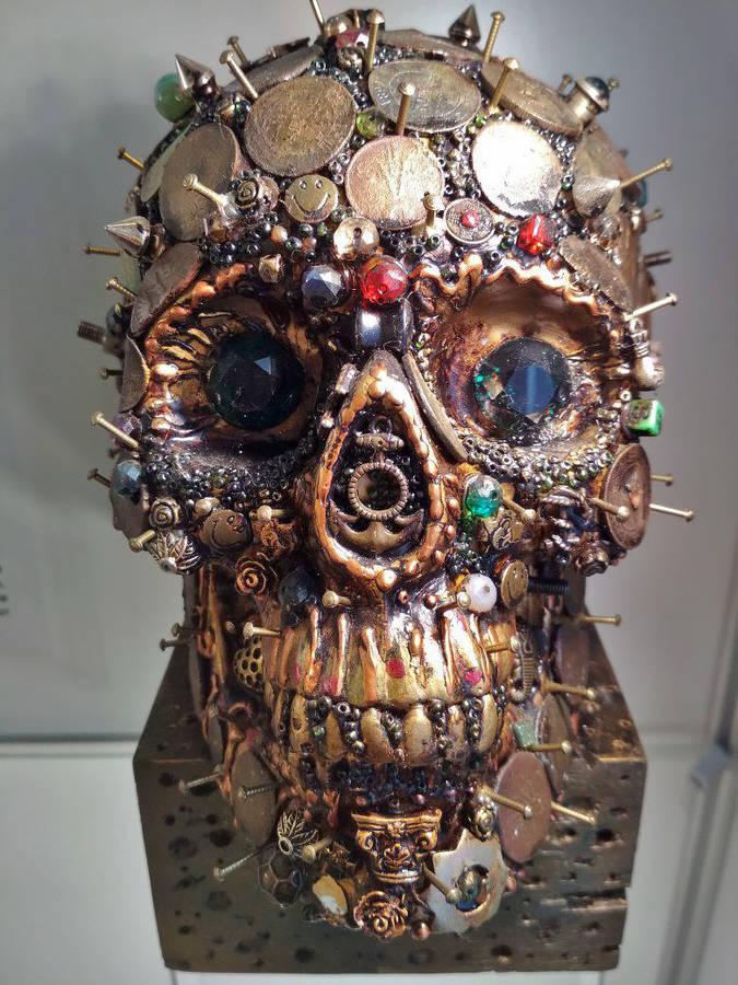 Музей Черепов и Скелетов/Традиции украшения черепа человека в современном мире